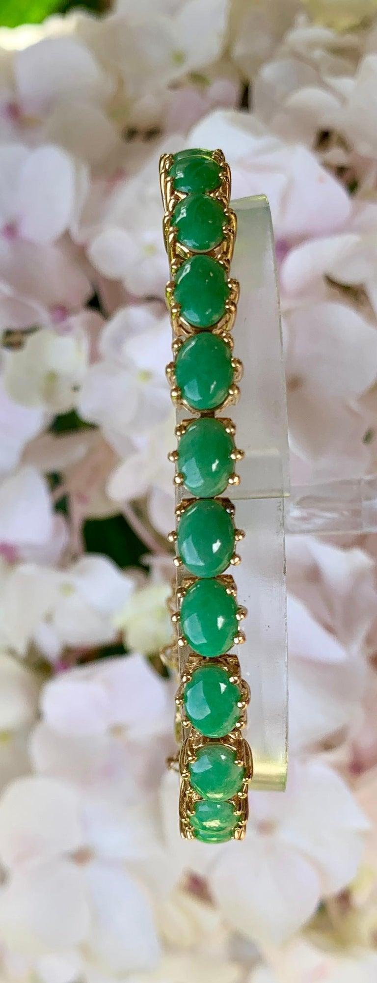 Classic 15.75 Carat Apple Green Jade Yellow Gold Cabochon Tennis Bracelet For Sale 3