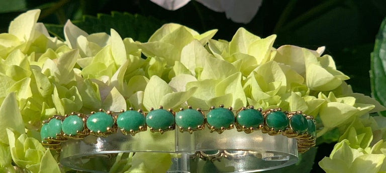 Classic 15.75 Carat Apple Green Jade Yellow Gold Cabochon Tennis Bracelet For Sale 6