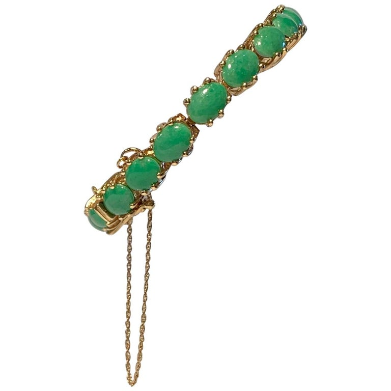 Classic 15.75 Carat Apple Green Jade Yellow Gold Cabochon Tennis Bracelet For Sale