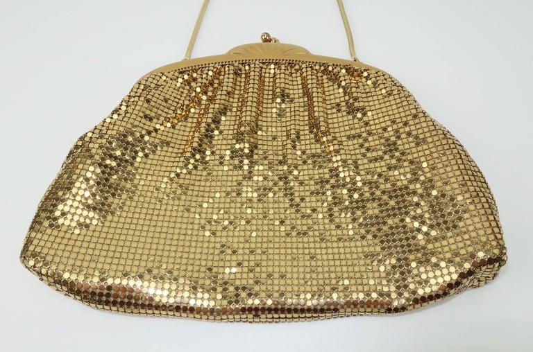 Classic 1950's Whiting & Davis Gold Mesh Evening Handbag In Good Condition For Sale In Atlanta, GA