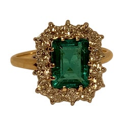 Classic 2.76 Carat Columbian Emerald and Diamond 14 Karat Yellow Gold Ring