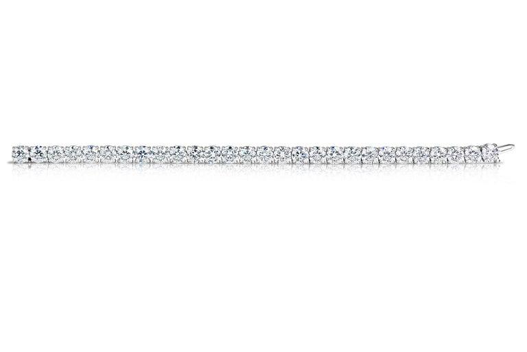 Contemporary Classic 4.00 Carat Diamond Tennis Bracelet For Sale