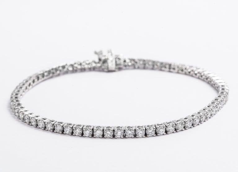 Round Cut Classic 4.00 Carat Diamond Tennis Bracelet For Sale
