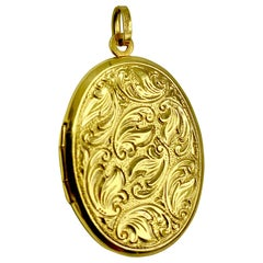 Classic Antique European 14K Yellow Gold Scrolled Leaf Motif Locket, circa 1890