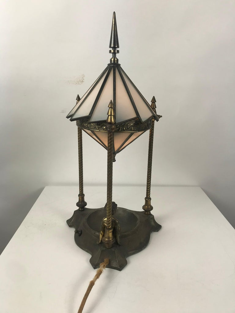 Classic Art Deco Boudoir Lamp Stunning Ziggurat Leaded Shade In Good Condition For Sale In Buffalo, NY