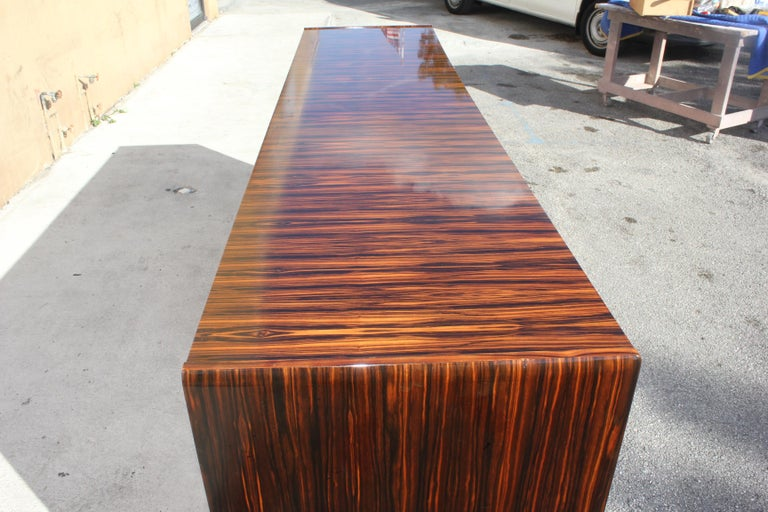 Classic Art Deco Style Macassar Ebony Sideboard / Buffet, circa 1940s In Good Condition For Sale In Hialeah, FL