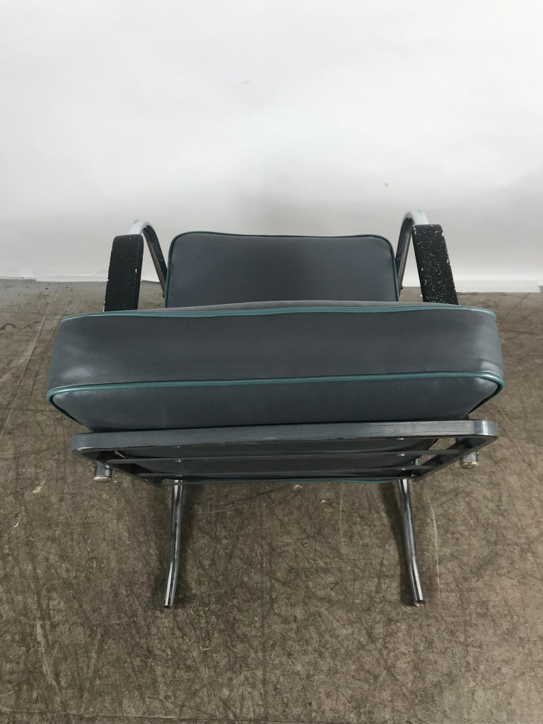 Classic Art Deco, Bauhaus Tubular Chrome Lounge Chair In Good Condition For Sale In Buffalo, NY