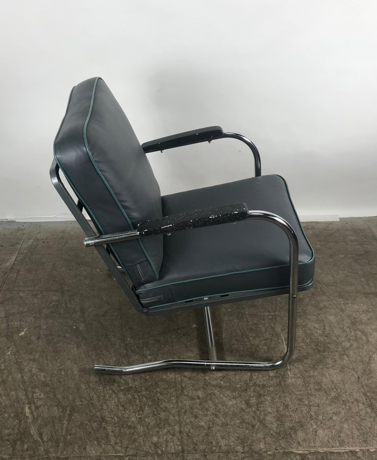 Naugahyde Classic Art Deco, Bauhaus Tubular Chrome Lounge Chair For Sale