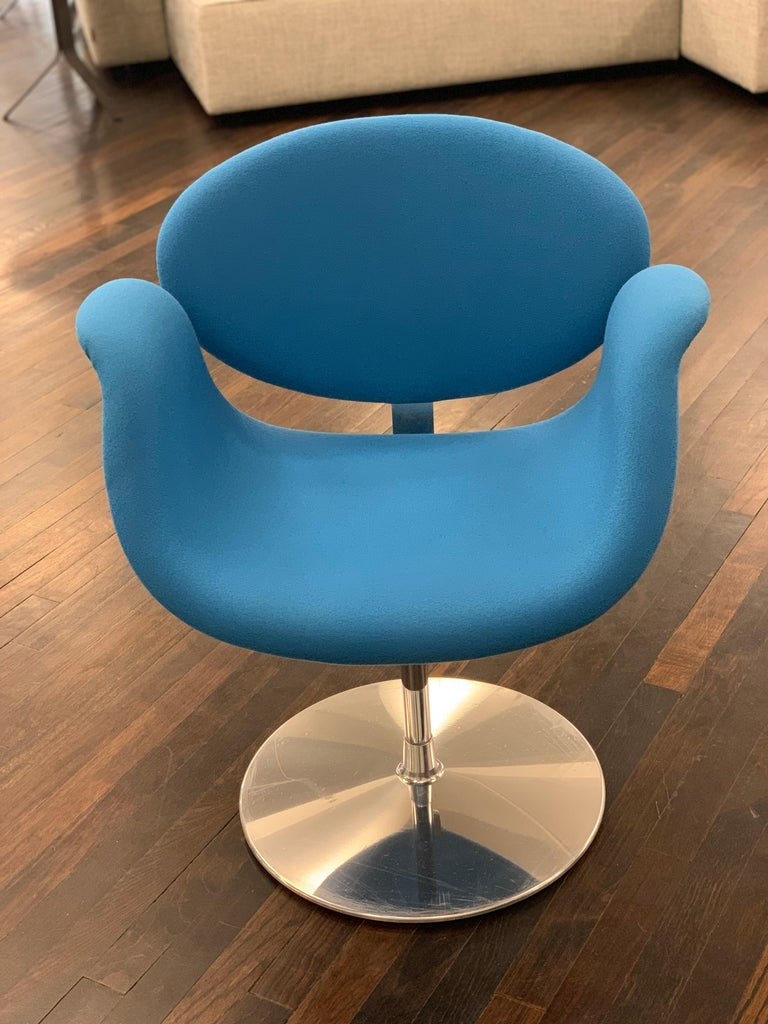 Mid-Century Modern Classic Artifort Swivel Blue Little Tulip Armchair in Fabric For Sale