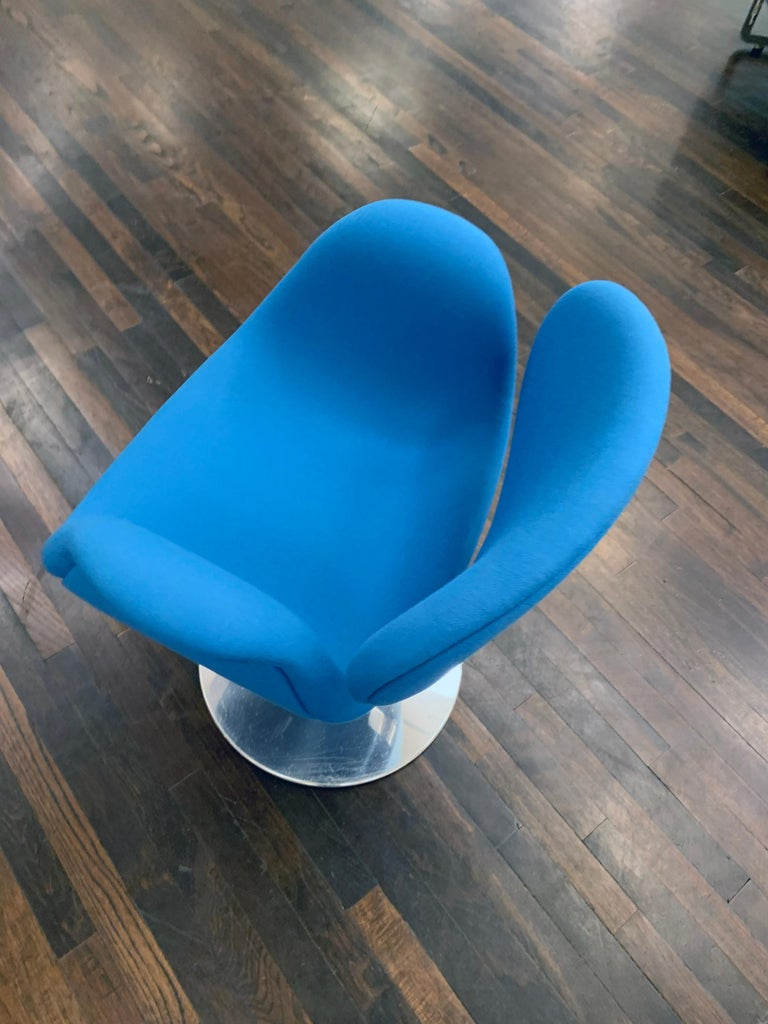 Contemporary Classic Artifort Swivel Blue Little Tulip Armchair in Fabric For Sale