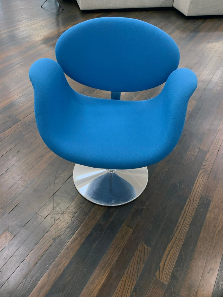 Classic Artifort Swivel Blue Little Tulip Armchair in Fabric For Sale 2