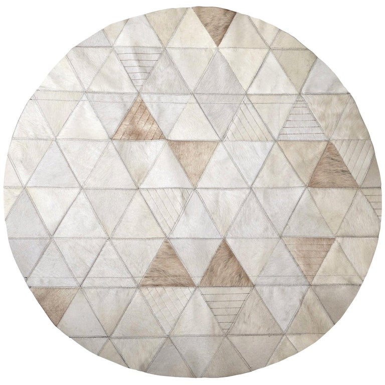Cream lasered Round Customizable Trilogia Cowhide Area Rug Small For Sale