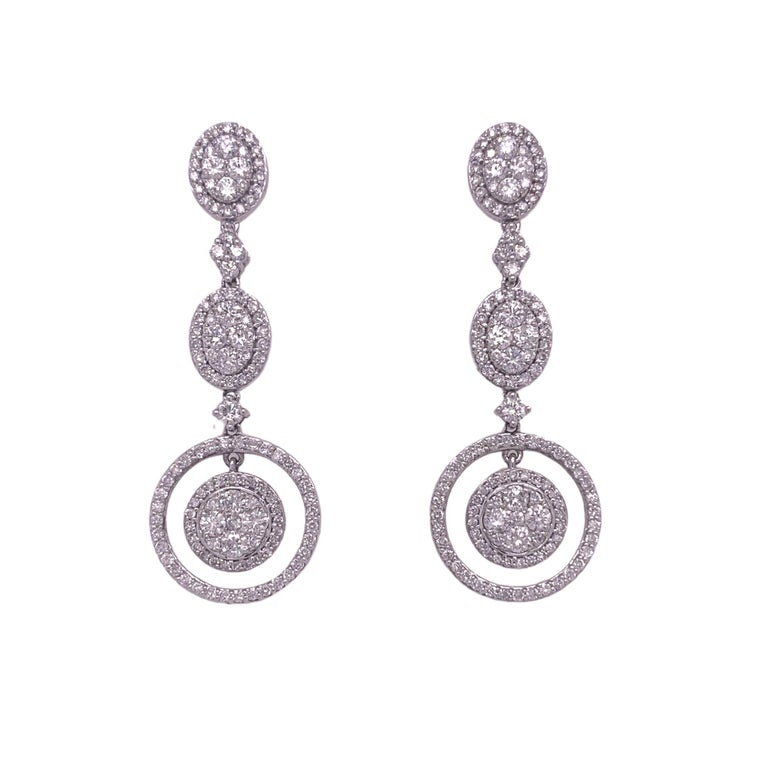 Classic Bridal Diamond Dangle Drop Earrings In New Condition For Sale In Miami, FL