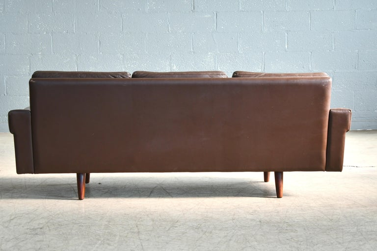 Classic Danish 1960s Midcentury Sofa in Chestnut Colored Leather by Georg Thams For Sale 6