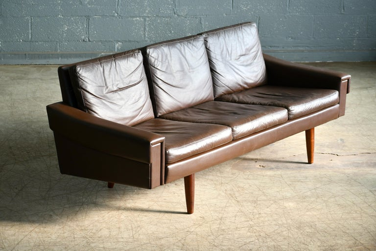 Classic Danish 1960s Midcentury Sofa in Chestnut Colored Leather by Georg Thams For Sale 1