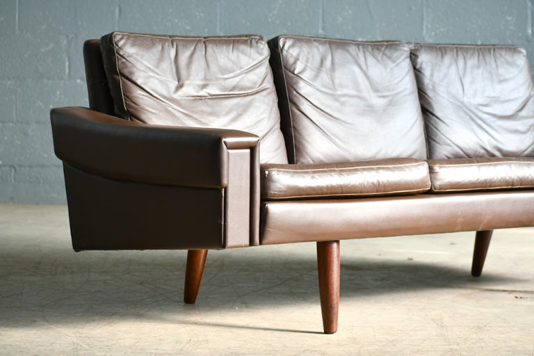 Classic Danish 1960s Midcentury Sofa in Chestnut Colored Leather by Georg Thams For Sale 2