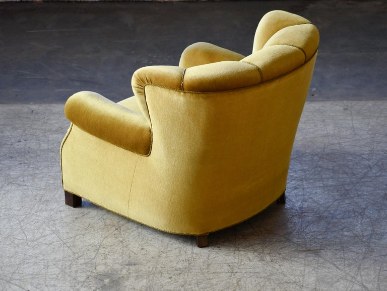 Classic Danish Large-Scale Club or Lounge Chair Model 1518 by Fritz Hansen Made For Sale 4