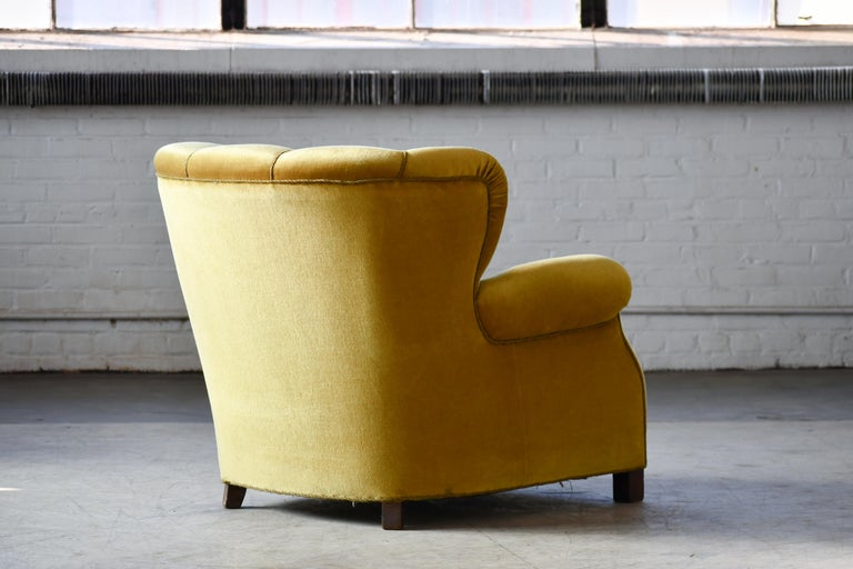 Classic Danish Large-Scale Club or Lounge Chair Model 1518 by Fritz Hansen Made For Sale 5
