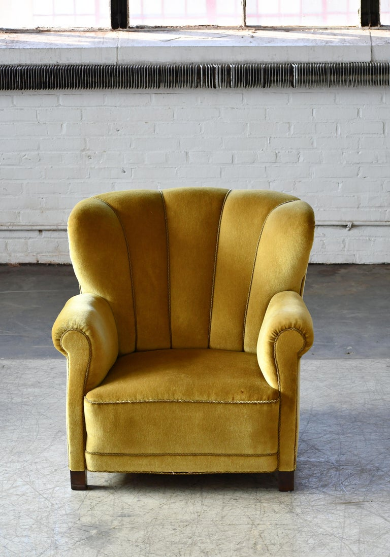 Classic Danish large-scale club or lounge chair model 1518 by Fritz Hansen made in the late 1930-early 1940s. Super comfortable with coil springs in both backrest and seat cushion. Very solid and sturdy construction on a frame of beechwood. Strong