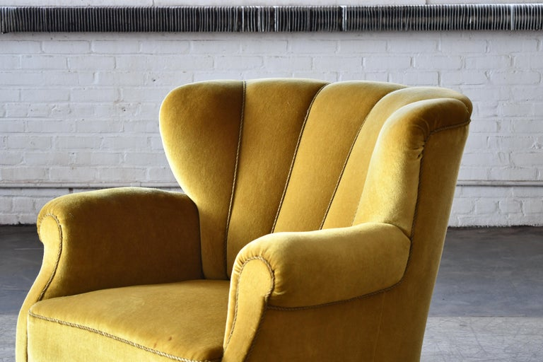 Classic Danish Large-Scale Club or Lounge Chair Model 1518 by Fritz Hansen Made In Good Condition For Sale In Bridgeport, CT