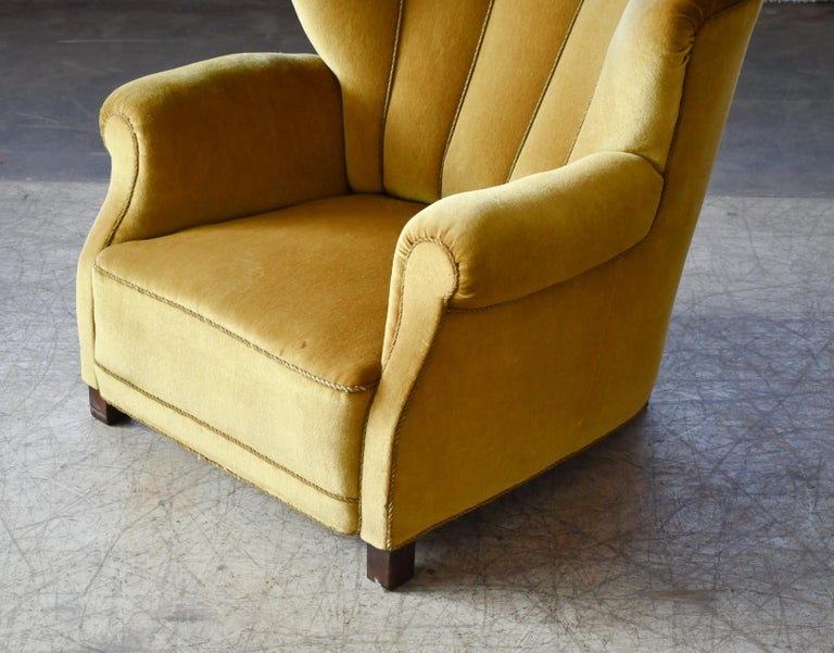 Mid-20th Century Classic Danish Large-Scale Club or Lounge Chair Model 1518 by Fritz Hansen Made For Sale