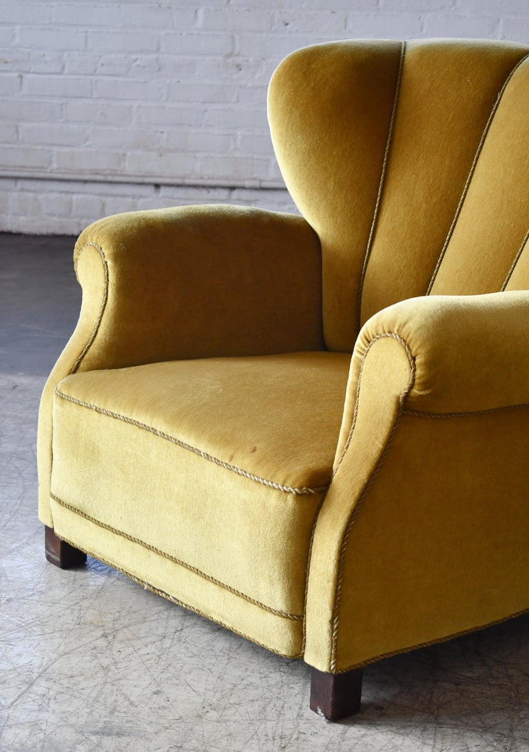 Classic Danish Large-Scale Club or Lounge Chair Model 1518 by Fritz Hansen Made For Sale 1