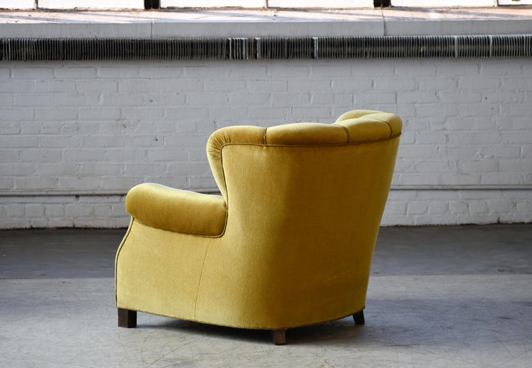 Classic Danish Large-Scale Club or Lounge Chair Model 1518 by Fritz Hansen Made For Sale 2