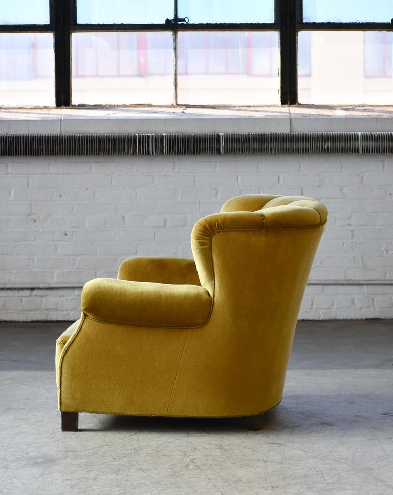 Classic Danish Large-Scale Club or Lounge Chair Model 1518 by Fritz Hansen Made For Sale 3