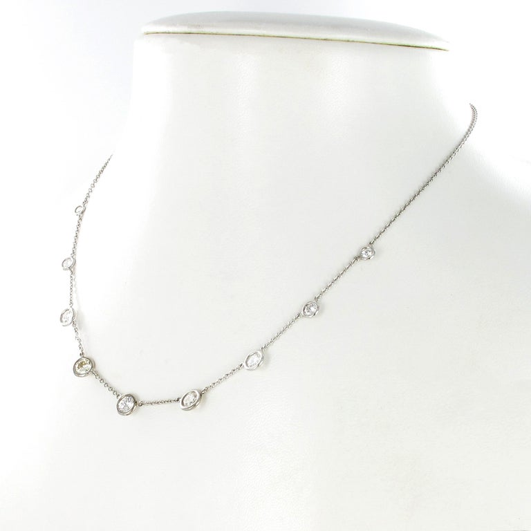 Classic Diamond Necklace in 18 Karat White Gold In Excellent Condition For Sale In Lucerne, CH