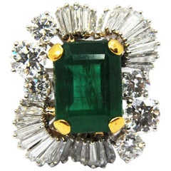 Classic Emerald Solitaire Ring in 18Kt Gold and a Crown of Baguettes Diamonds