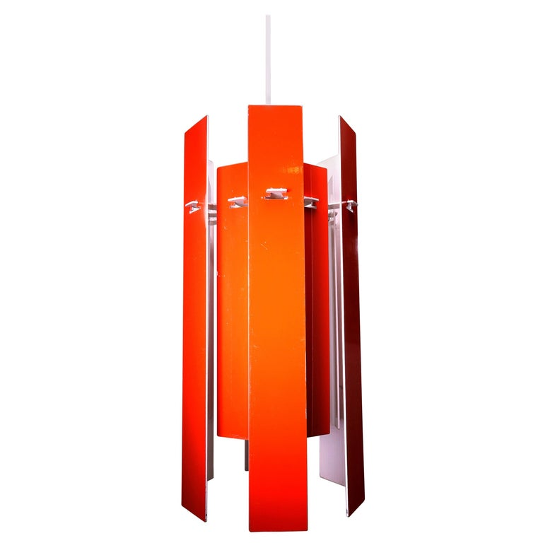 A sculptural and versatile Classic within Danish Mid-Century Modern design! This model called Cocktail is a Danish Modern red and white lamel pendant designed by Henning Rehhof for renowned Danish lighting manufacturer Fog and Mørup in 1971.  12