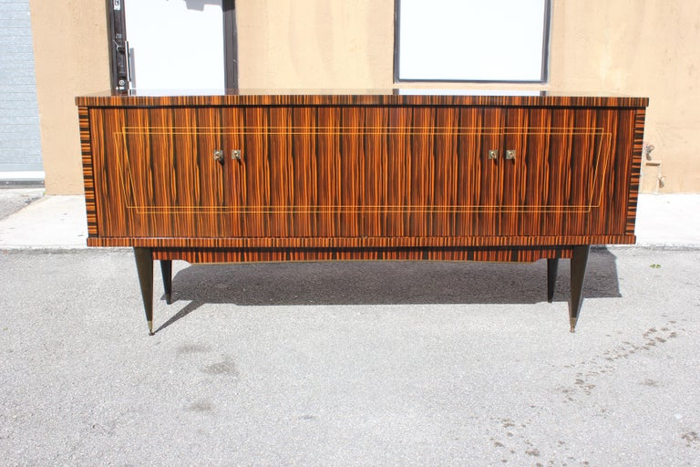 French Art Deco exotic Macassar ebony sideboard/buffet/bar, circa 1940s. The sideboard are in very good condition, with 1 drawers inside and with 2 shelves adjustable and bar section, you can remove all the shelves if you need more space, beautiful