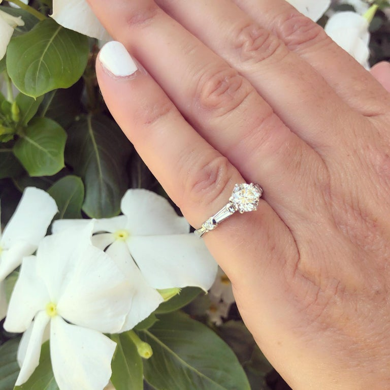 Classic GIA 1.02 Carat H/VS2 Diamond Engagement Ring In Excellent Condition For Sale In San Francisco, CA