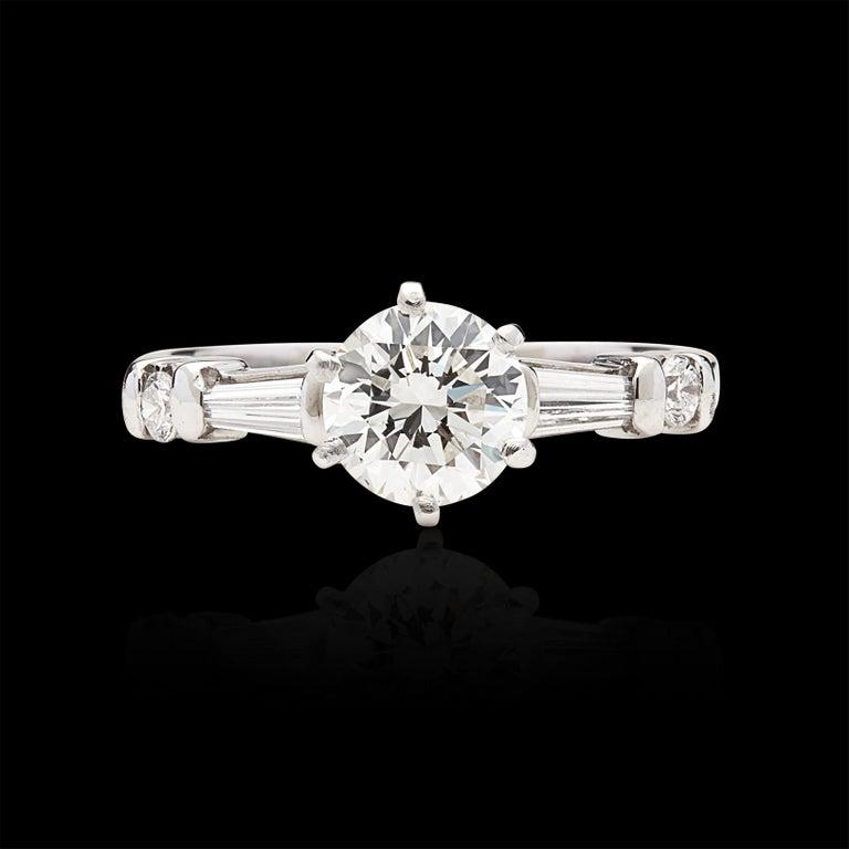Women's or Men's Classic GIA 1.02 Carat H/VS2 Diamond Engagement Ring For Sale