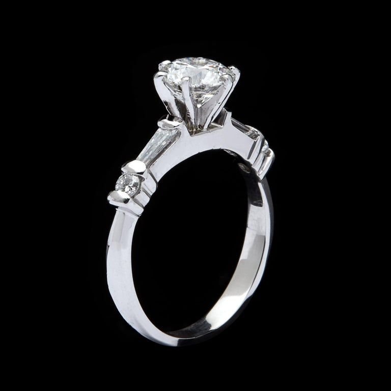 Classic GIA 1.02 Carat H/VS2 Diamond Engagement Ring For Sale 1