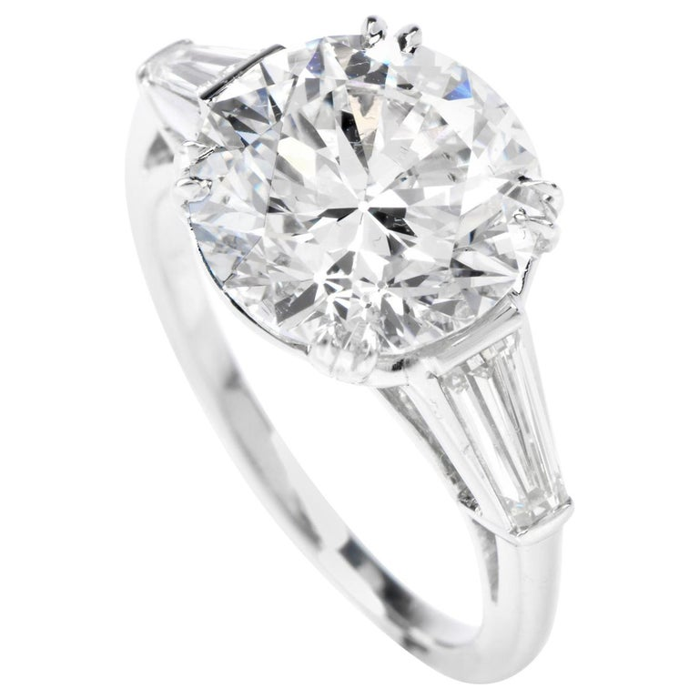 Classic GIA 4.87cts F color SI1 Clarity Round & Baguette Diamond Platinum Engage For Sale