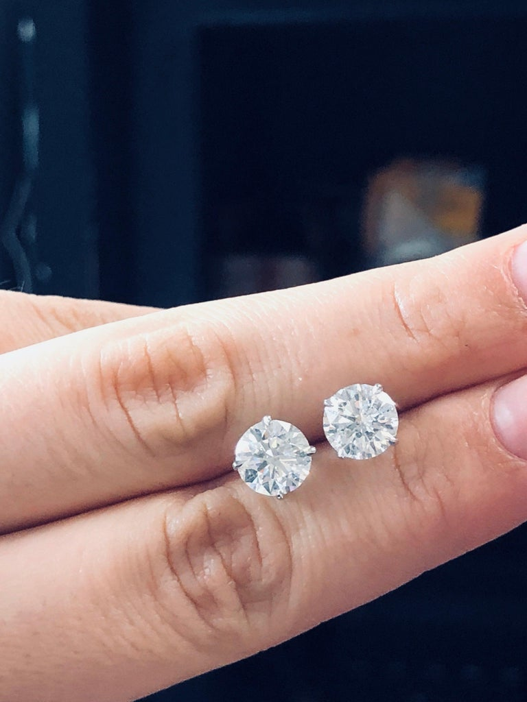 Classic GIA Certified 4.00 Carat Diamond Stud Earrings In New Condition For Sale In New York, NY