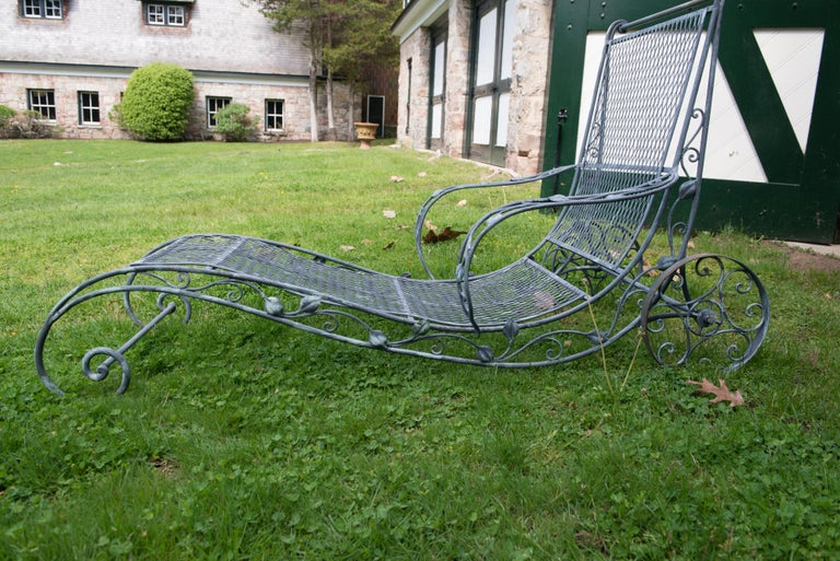 Classic High Quality Wrought Iron Garden Chaise Lounge by Salterini In Good Condition In Stamford, CT