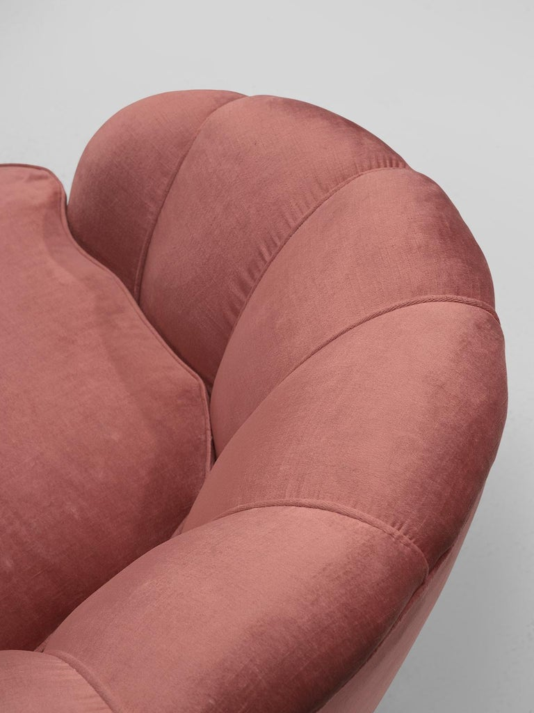 Classic Italian Pair of Club Chairs in Pink Velvet For Sale 1