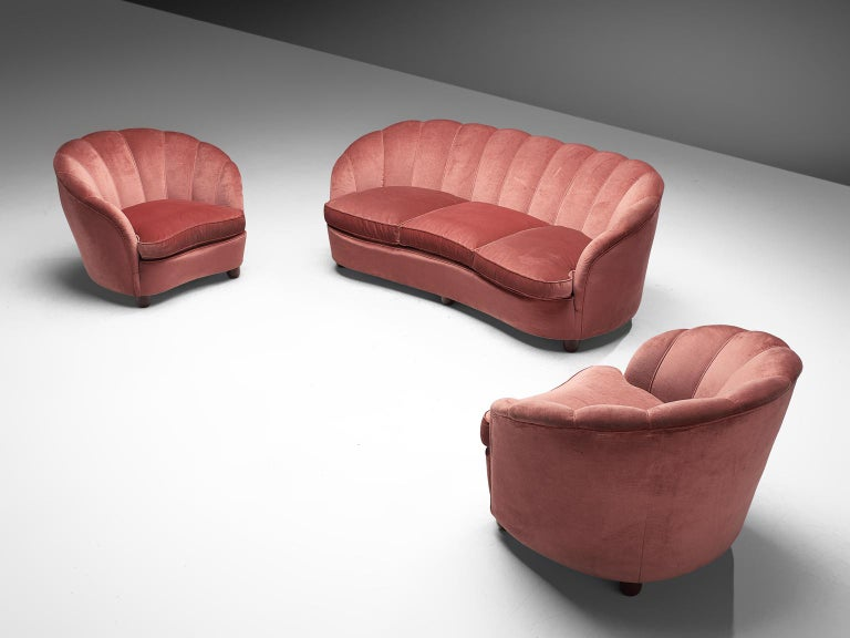 Classic Italian Pair of Club Chairs in Pink Velvet For Sale 3