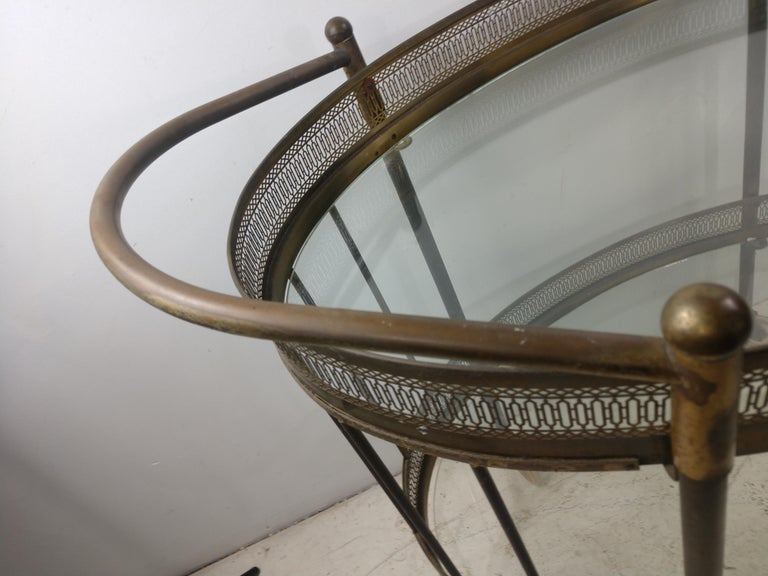 Classic Mid Century Brass Oval Bar Cart, circa 1954 In Good Condition For Sale In Port Jervis, NY