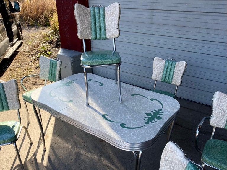 Classic Mid-Century Modern Chrome Dinette / Kitchen Set with 2 Captains Chairs For Sale 4