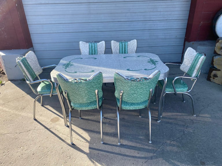 Classic Mid-Century Modern chrome dinette / kitchen set. With 2 captains chairs, very unusual set!! Seldom seen set of six chairs, including two armchairs (CAPTAINS CHAIRS), table measures 30