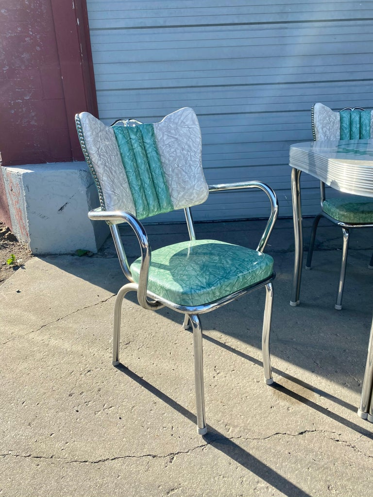 Naugahyde Classic Mid-Century Modern Chrome Dinette / Kitchen Set with 2 Captains Chairs For Sale