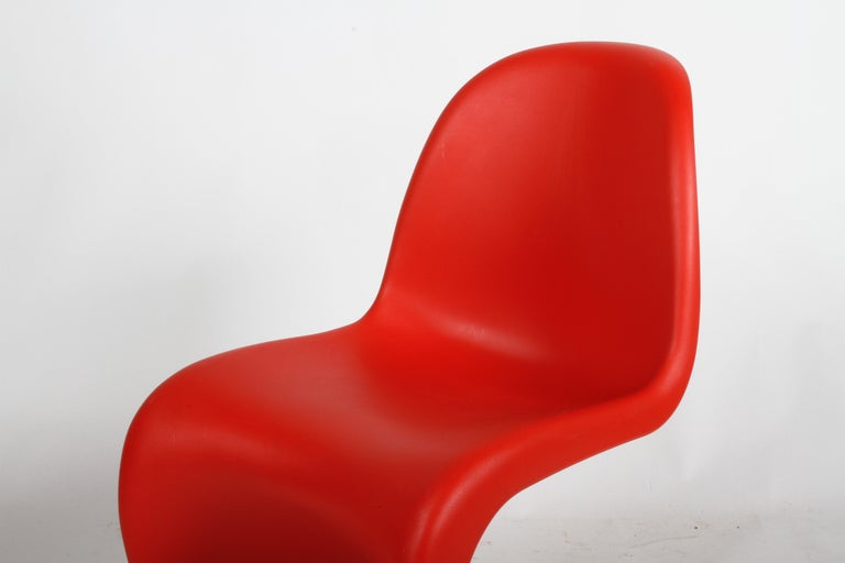 Classic Mid-Century Modern Verner Panton Chair in Red, Vitra Production For Sale 3