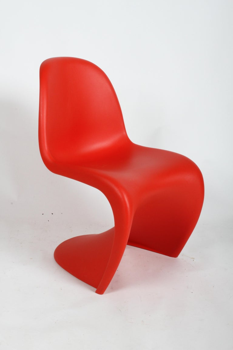 The Classic Mid-Century Modern cantilevered Panton S chair, up to 13 chairs available. This Vitra edition was revised in 1999, the last version authorized by Verner Panton. Great for side dining chairs or can be used as a desk chair too. The plastic