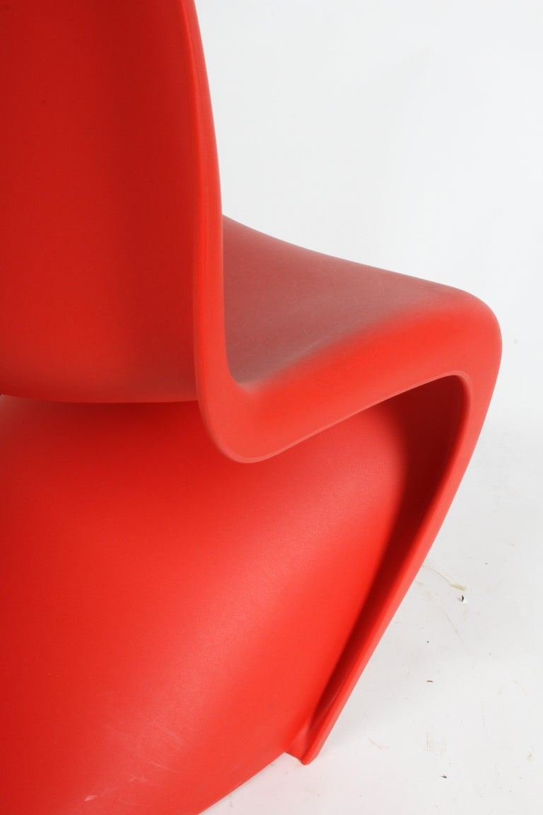 Classic Mid-Century Modern Verner Panton Chair in Red, Vitra Production In Good Condition For Sale In St. Louis, MO