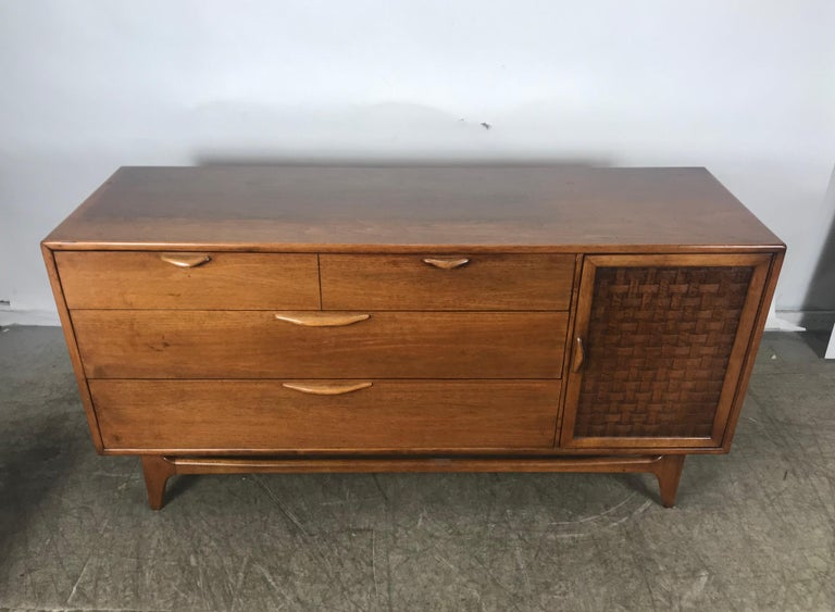 Classic Mid-Century Modern Walnut Server by Warren Church for Lane In Good Condition For Sale In Buffalo, NY