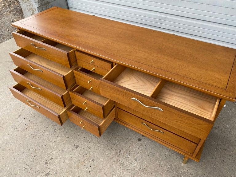Classic Modernist 12-Drawer Dresser by Lane For Sale 1