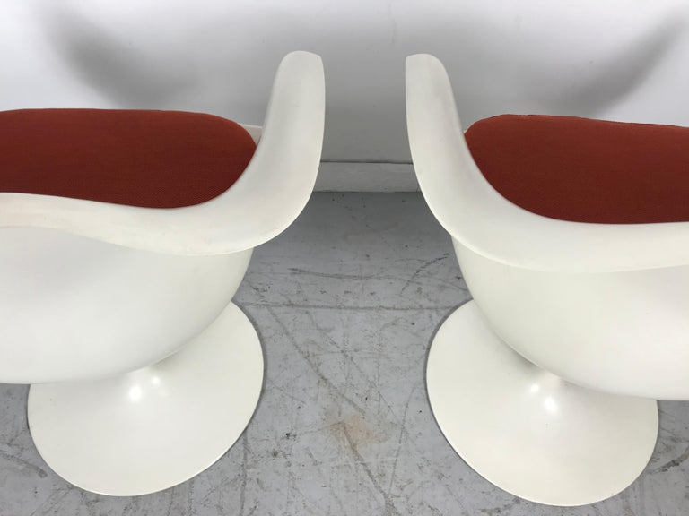 Classic Modernist Pair Tulip Armchairs by Eero Saarinen for Knoll For Sale 1